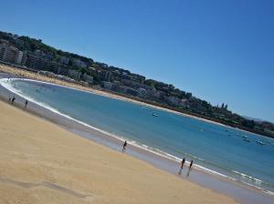 se-promener-sur-la-plage-a-donostia