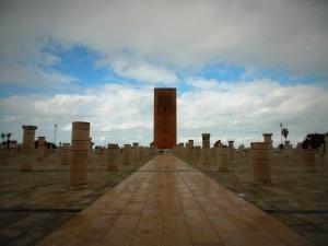 la-tour-hassan-de-rabat-au-centre-des-piliers