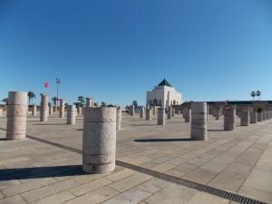 Le-Mausolée-de-Rabat-et-des-piliers-en-ruine
