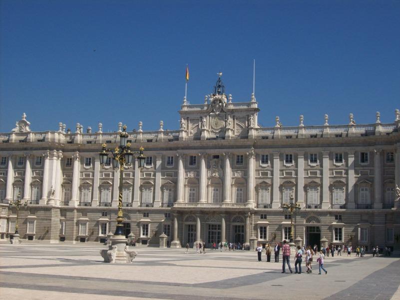 le-palais-royal-de-madrid-est-une-des-principales-attractions