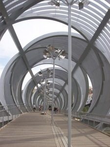 les-ponts-sont-nombreux-le-long-du-madrid-rio