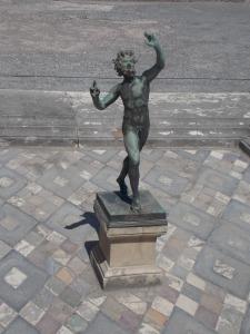 la-statue-du-faune-de-pompéi
