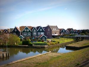 Marken-est-un-village-plein-de-charme