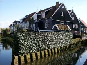 Les maisons de Marken possèdent une architecture différente