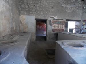 Un-bar-à-Pompéi